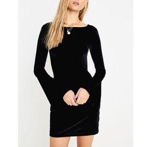 Urban Outfitters Belle Velvet Bell Sleeve Dress L